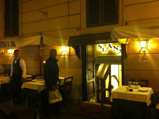 Osteria St. Ana: Entrance by night