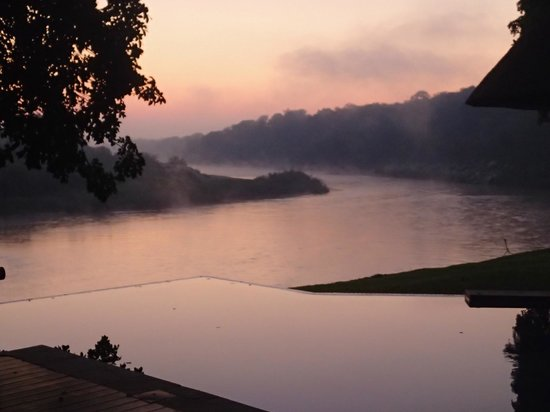 Naledi Bushcamp and Enkoveni Camp: Beautiful! Infinity pool/river at dawn