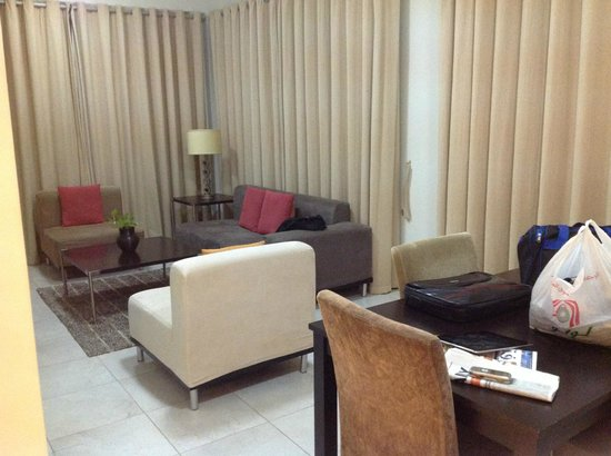 Midan Hotel Suites, Muscat: Entrance hall inside the apartment
