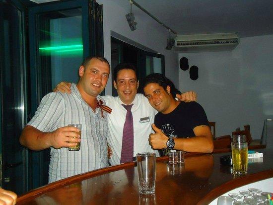 Gouves Park Holiday Resort: бармен Manthos и шеф анимации Dali