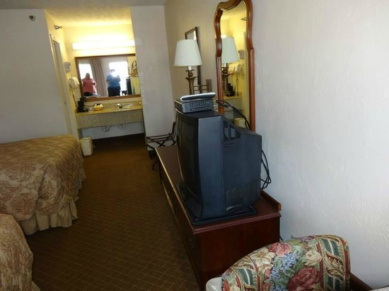 Super 8 Covington: Can you see the state of the carpets