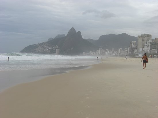 Golden Tulip Ipanema Plaza: Ipanema beach in the morning