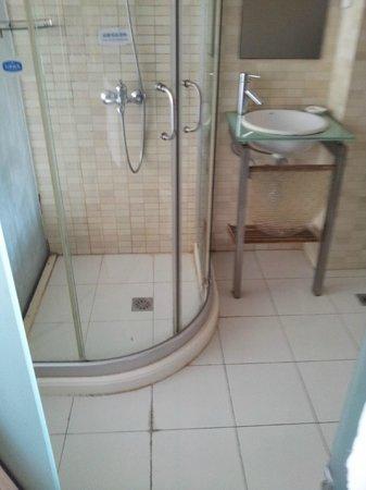 Shanghai Wells Inn: Baño