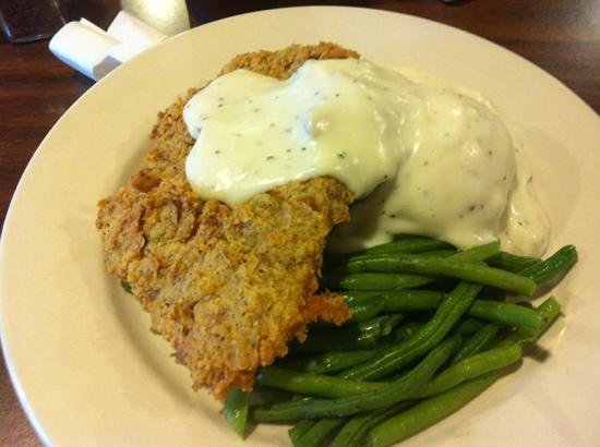 Dahlia Cafe: Chicken fried steak w/gravy, mashed potatoes and green beans