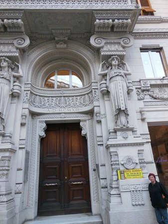 Soana City Rooms: Hotel-Eingang