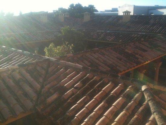Alboran Algeciras: Vista desde la Segunda planta al patio.