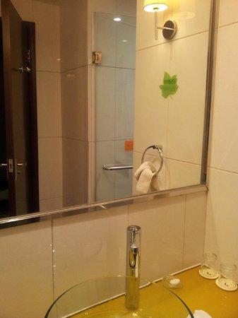 Leeden Hotel: baño