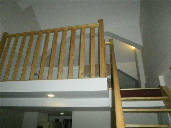 Hotel Posada Vidraru: suite (beds upstairs)