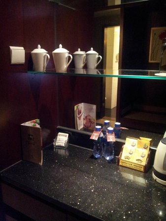 Leeden Hotel: habitacion