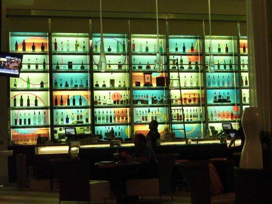 Le Merigot at Tropicana: Bar at Night