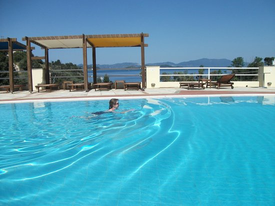 Kanapitsa Mare Hotel & Spa: Swimming in Skiathos