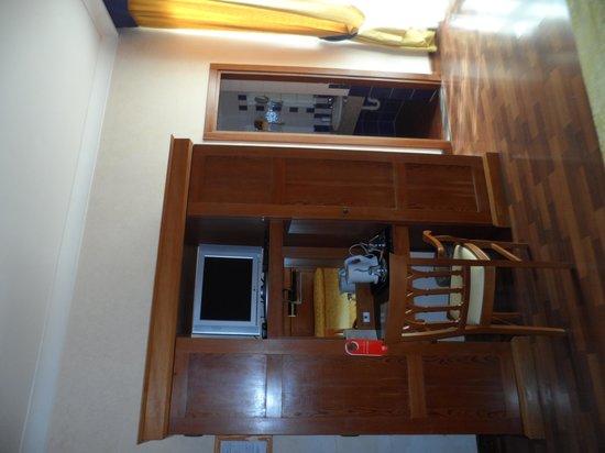 Porta Faenza: Habitación