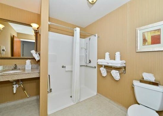 Comfort Suites Commerce: Accessible Bathroom with Roll in Shower