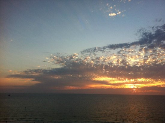 Hyatt Regency Clearwater Beach Resort & Spa: Sunset view from pool deck