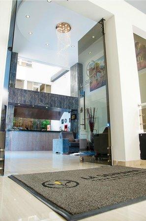 Hotel La Serrania: Entrada principal