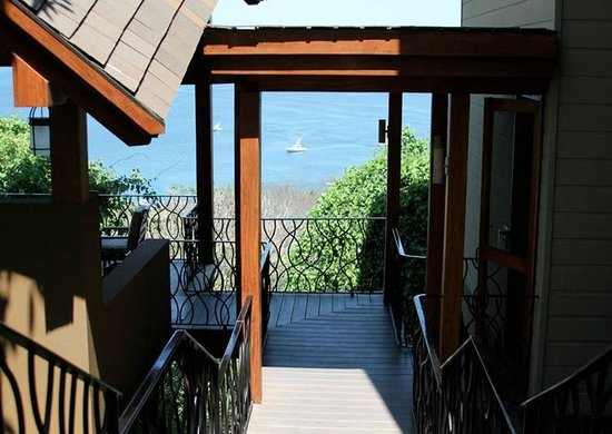 Four Seasons Resort Costa Rica at Peninsula Papagayo: View walking down stairs to our suite