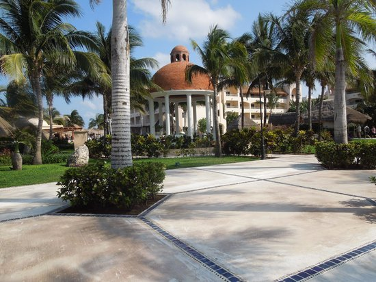 Excellence Riviera Cancun: Beautiful environment