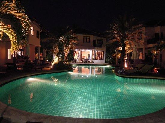 Dreams Villa Resort: Vue depuis le restaurant, la nuit.