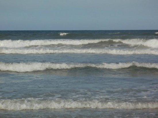 Days Inn Daytona Oceanfront: The water felt great!!