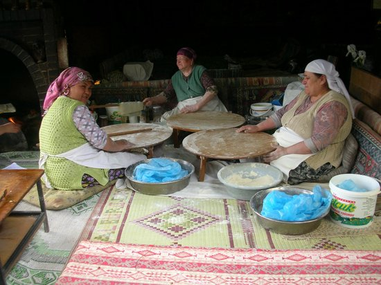 No Frills Ephesus Tours: The ladies cooking our amazing Turkish lunch!