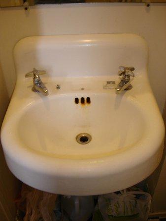 Verona : rusty sink