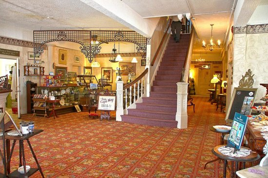 Inn of Cape May: Main staircase