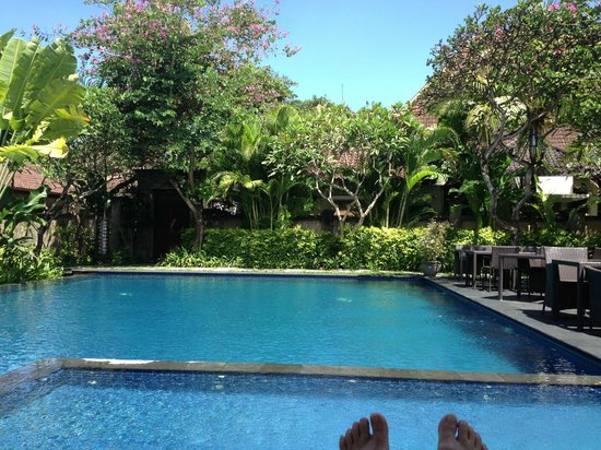 Kamuela Villas and Suite Sanur: pool - daytime from sun lounge