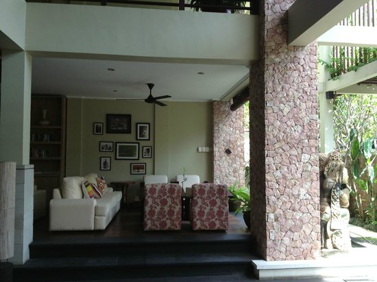 Kamuela Villas and Suite Sanur: front lounge area of hotel