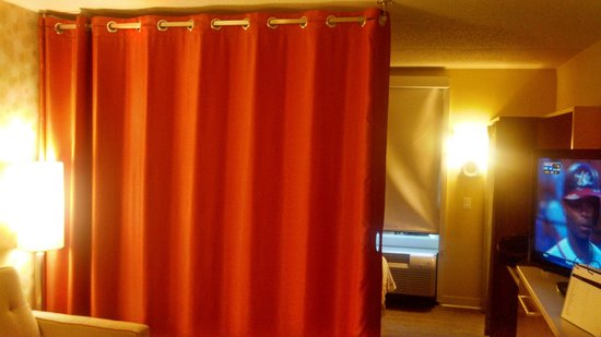 Home2 Suites by Hilton Nashville Vanderbilt: Curtain
