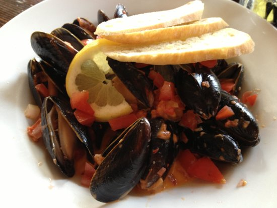 The Brickhouse Bar & Grill : One pound Mussels