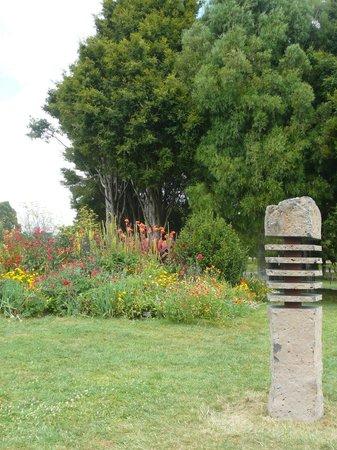 Auckland Botanic Gardens: scultpture