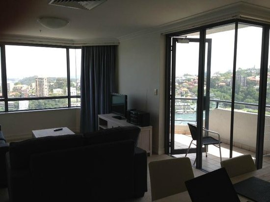 Milson Serviced Apartments: Apartment 101 Dining and sitting room