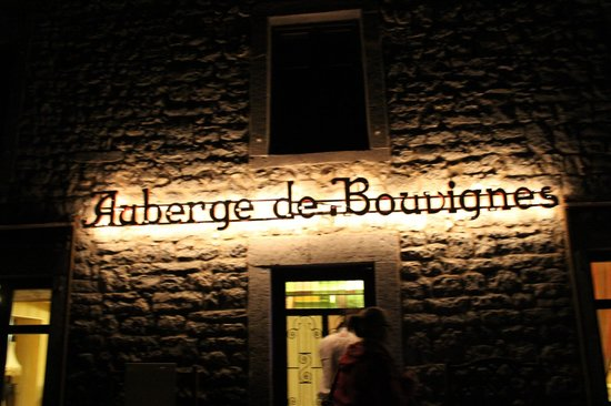 L'Auberge de Bouvignes : Sign at night