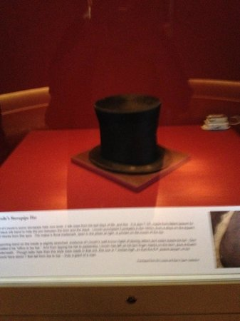 Abraham Lincoln Presidential Library and Museum: the iconic stovepipe hat