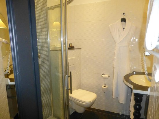 Hotel Fontaines du Luxembourg: very clean bathroom