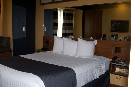 Microtel Inn & Suites by Wyndham Chili/Rochester Airport: Our Very Comfy Bed in a One King Guestroom