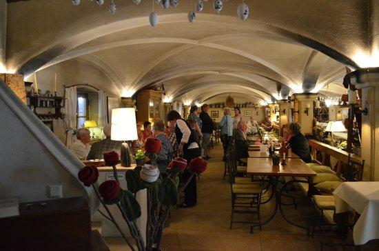 Krug - Das Restaurant: un área extensa de mesas