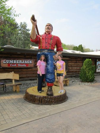 Paul Bunyan's Northwoods Cook Shanty: The entrance