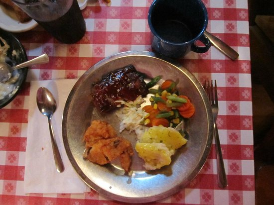 Paul Bunyan's Northwoods Cook Shanty: The rib and chicken meal