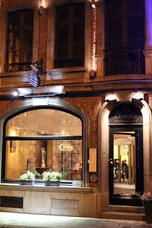 La Broche : Exterior at night