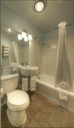Kings Inn San Diego: Coronado Suite Bathroom
