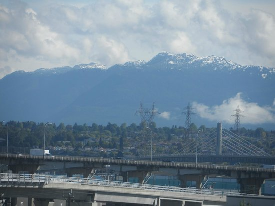 Days Inn - Vancouver Airport: View from room - 6th floor