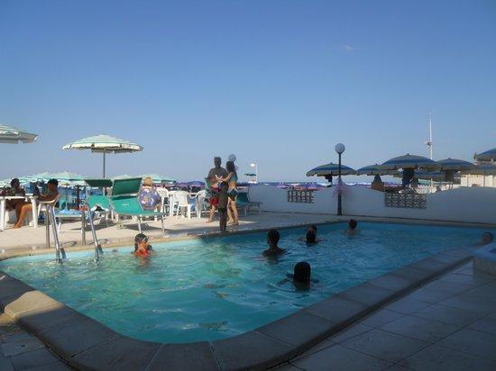 Hotel Internazionale: vista piscina dal poggiolo