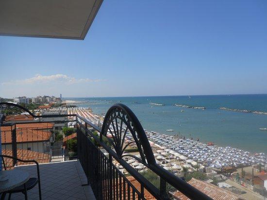 Hotel Internazionale: il mare dal poggiolo della stanza