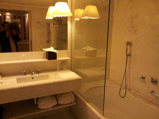 Majestic Hotel & Spa Barcelona: Quarto Grande e confortável