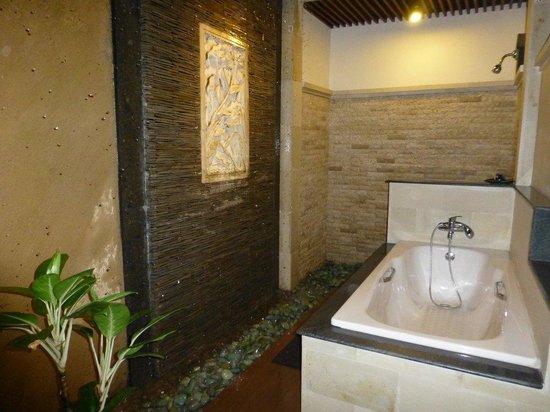 Bali Ayu Hotel: Bath Room