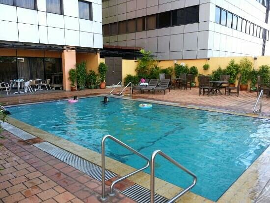 Hotel Grand Continental Kuching: Grand Continental Swimming Pool