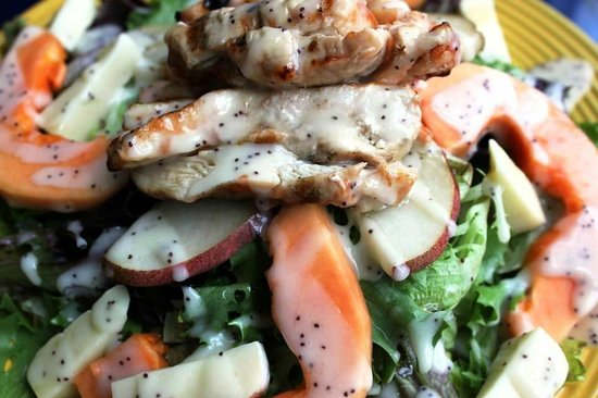 Taverna Manos : PAPAYA AND CRISP APPLE WIH WALNUTS AND GRILLED CHICKEN ON ORGANIC FIELD GREENS