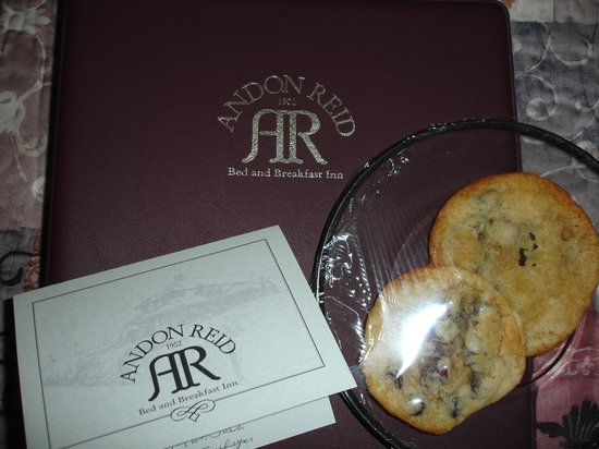 Andon-Reid Inn Bed and Breakfast: A very nice personal touch in each room!