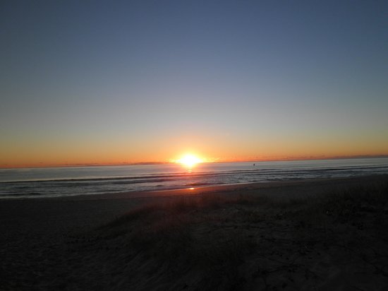 Bilinga Beach Motel: View of Sunrise from Beach in Front of Motel